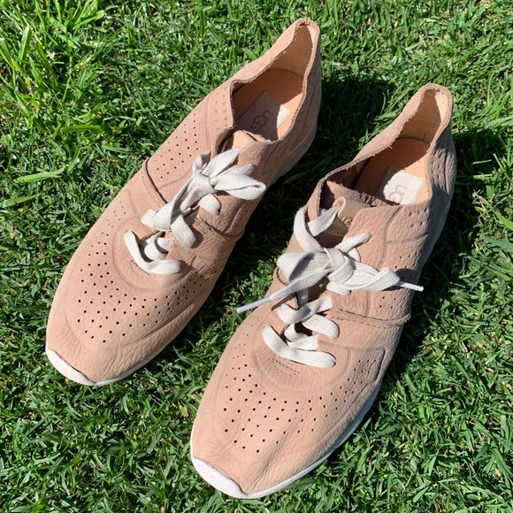 9bd7e8e6a99 UGG 🛑 Ladies Tye Treadlite Trainer